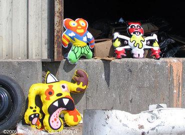 Magmo_dump_dolls